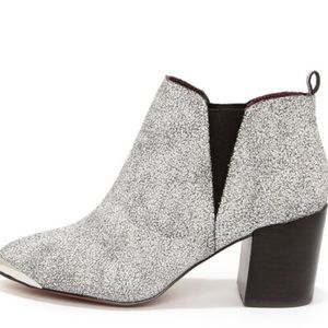 Report Signature Shoes - Report Signature Toby White Crackled Booties